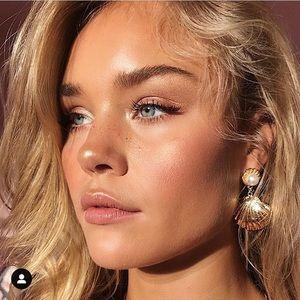 Clam pearl earrings